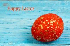 карточка пасха счастливая Красочные сияющие пасхальные яйца на деревянной предпосылке Скопируйте космос для текста Стоковое фото RF
