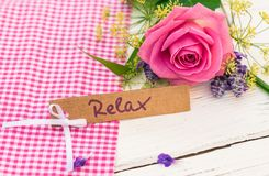 Карточка подарка для Relax с цветком розы пинка для день ` s дня или валентинки ` s матери Стоковые Фото