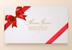 Карточка подарка с красными смычком и лентой также вектор иллюстрации притяжки corel Стоковое Изображение