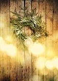 карточка 2007 приветствуя счастливое Новый Год Венок на деревянной предпосылке с светлым Boke тонизированное изображение скопируй Стоковое Фото