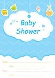 Карточка приглашения детского душа, голубая с белыми облаками Стоковые Изображения RF