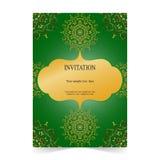 Карточка приглашения, карточка свадьбы с орнаментальной зеленой предпосылкой Стоковая Фотография