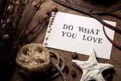 Карточка сообщения (сделайте чего вы влюбленность) Стоковая Фотография RF