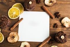 Карточка для текста на предпосылке декоративного плодоовощ, циннамона Стоковые Изображения RF