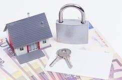 Карточка padlock денег дома Стоковое фото RF