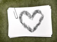 Карточки белой бумаги с сердцем Paperclip Стоковое Изображение