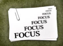 Карточки белой бумаги с фокусом дела Paperclip Стоковые Изображения RF