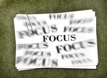 Карточки белой бумаги с фокусом дела Paperclip Стоковое Изображение RF
