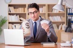 Карточки бизнесмена играя в азартные игры играя на работе Стоковое Изображение