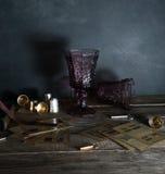 карточки 2 винтажных стекла на деревянном столе, верба разветвляют Темная предпосылка Стоковая Фотография