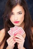 карточки держа милую женщину Стоковое Изображение