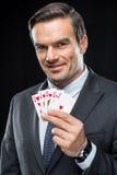 карточки держа играть человека стоковые изображения rf