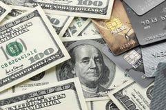 Карточки кучи и пластмассы денег Стоковая Фотография