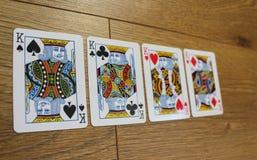 Карточки покера на деревянном backround, комплекте королей клубов, диамантах, лопатах, и сердцах стоковое изображение rf