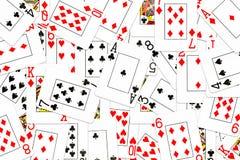 Карточки покера смешанные на таблице бесплатная иллюстрация