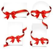 Карточки подарка с красными смычками Стоковые Фотографии RF