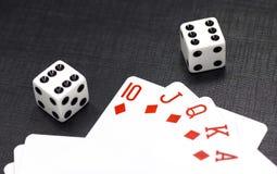 карточки предпосылки черные dices играть Стоковая Фотография
