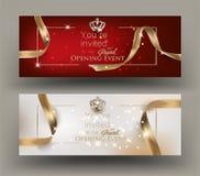 Карточки приглашения торжественного открытия с рамкой и лентами золота иллюстрация штока