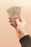 2 карточки серых пластичных двери ключевых в руке Стоковая Фотография