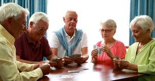 Карточки старших друзей играя в живущей комнате акции видеоматериалы