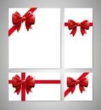 Карточки с красными смычками Красивый комплект с лентами также вектор иллюстрации притяжки corel Стоковое Фото