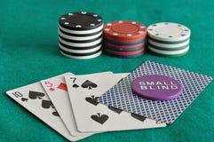 Карточки с обломоками покера и малым слепым обломоком Стоковое фото RF