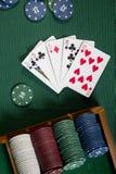 Карточки с рукой покера с обломоками Стоковые Изображения