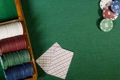 Карточки с рукой покера с обломоками Стоковое Изображение