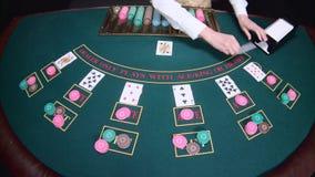 Карточки тасовкой крупье рук казино на игре в покер таблицы движение медленное конец вверх акции видеоматериалы