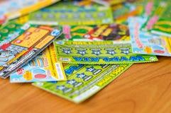 Карточки царапины лотереи Lotto на деревянном столе Стоковые Изображения RF