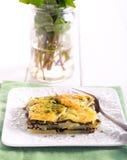 Картошка и шпинат пекут стоковые изображения