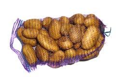 Картошки в фиолетовой решетке изолированные на белизне Стоковое фото RF