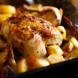 картошки зажаренные цыпленком Близкий взгляд Стоковые Фотографии RF