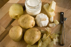 картошки ингридиентов чеснока после полудня последним помятые светом Стоковое Изображение RF