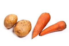 Картошки и моркови изолированные на белизне Стоковая Фотография RF