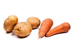Картошки и моркови изолированные на белизне Стоковое Фото