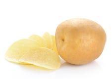 Картошки и обломоки на белой предпосылке Стоковое Фото