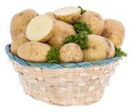 Картошки и петрушка в корзине Стоковая Фотография