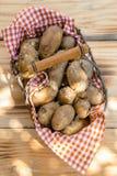 Картошки корзины или фермы свежие Стоковое Изображение