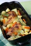 картошки ног цыпленка жарят в духовке овощ Стоковое Фото