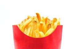 Картошки французских фраев в красной бумажной коробке изолированной на белой предпосылке Стоковая Фотография RF