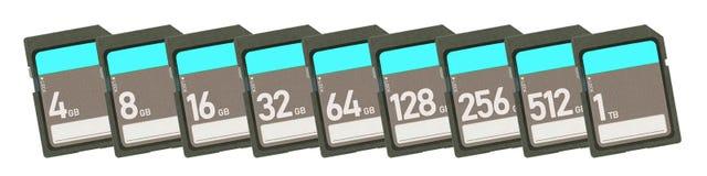 Карты памяти изолированные на белой предпосылке - выстройте в ряд от 4gb к 1t Стоковое фото RF
