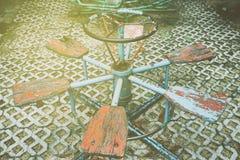 Карусель в спортивной площадке с светлой утечкой Стоковое фото RF