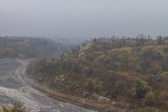 Карьер глины в тумане Стоковые Изображения