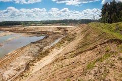 КАРЬЕР ПЕСКА BOLOTSKOE, РОССИЯ - МАЙ 2017: Карьер песка минирование стоковая фотография rf