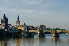 Карлов мост и замок Праги в чехии Праги Стоковое Фото