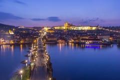 Карлов мост от старого городка стоковые фотографии rf