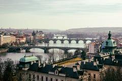 Карлов мост Karluv больше всего, старые башня моста городка и Чарльз Стоковое Изображение