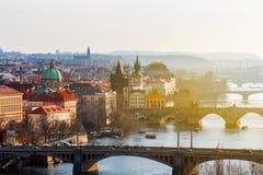 Карлов мост Karluv больше всего, старые башня моста городка и Чарльз Стоковые Фотографии RF