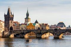 Карлов мост Karluv больше всего, старые башня моста городка и Чарльз Стоковое Фото